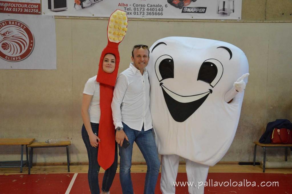 Luca Bonino con le nostre mascotte, Dentino e Spazzolino